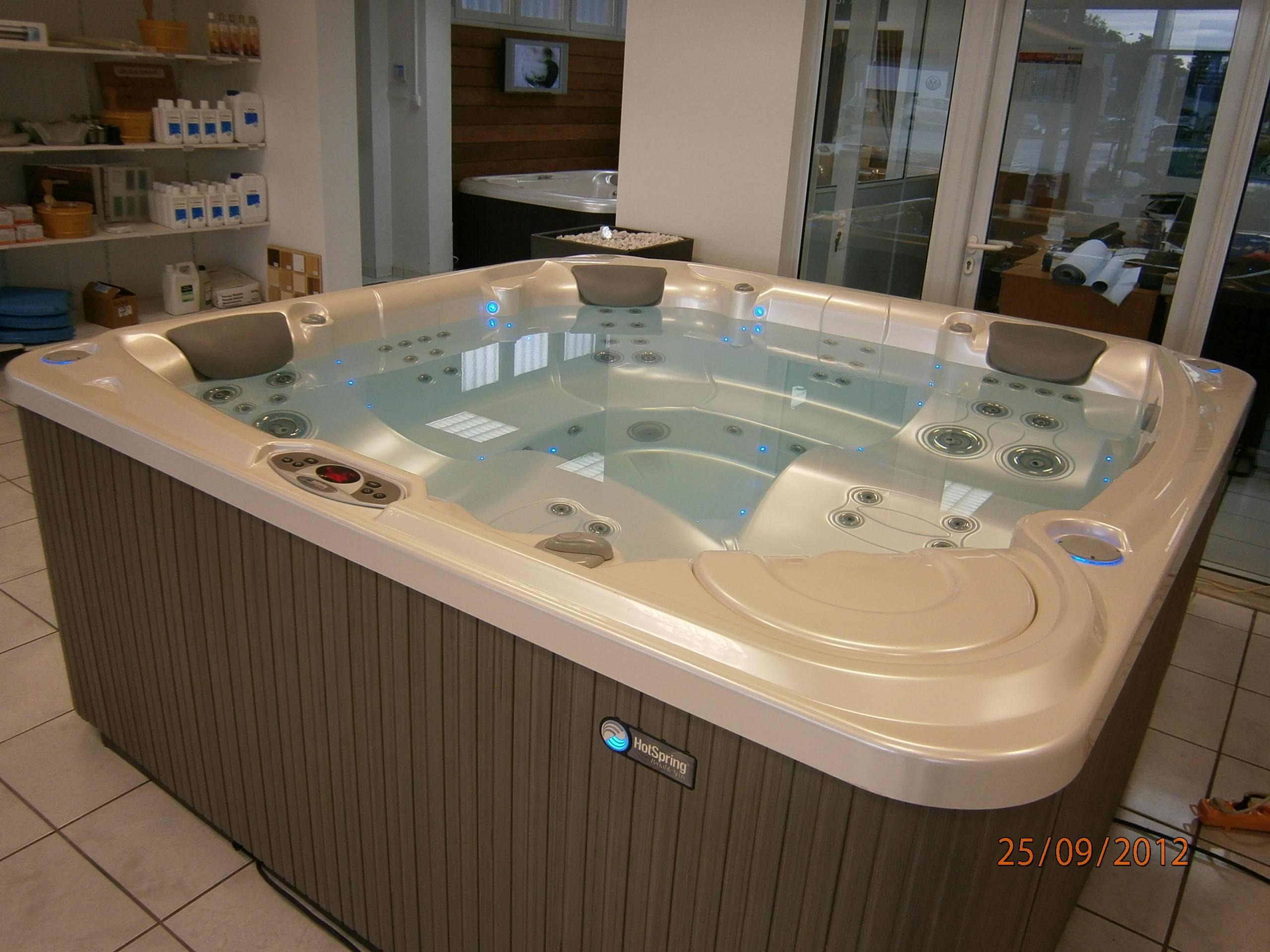 Spa et hydromassage en alsace exposition centre d 39 essai for Constructeur piscine alsace
