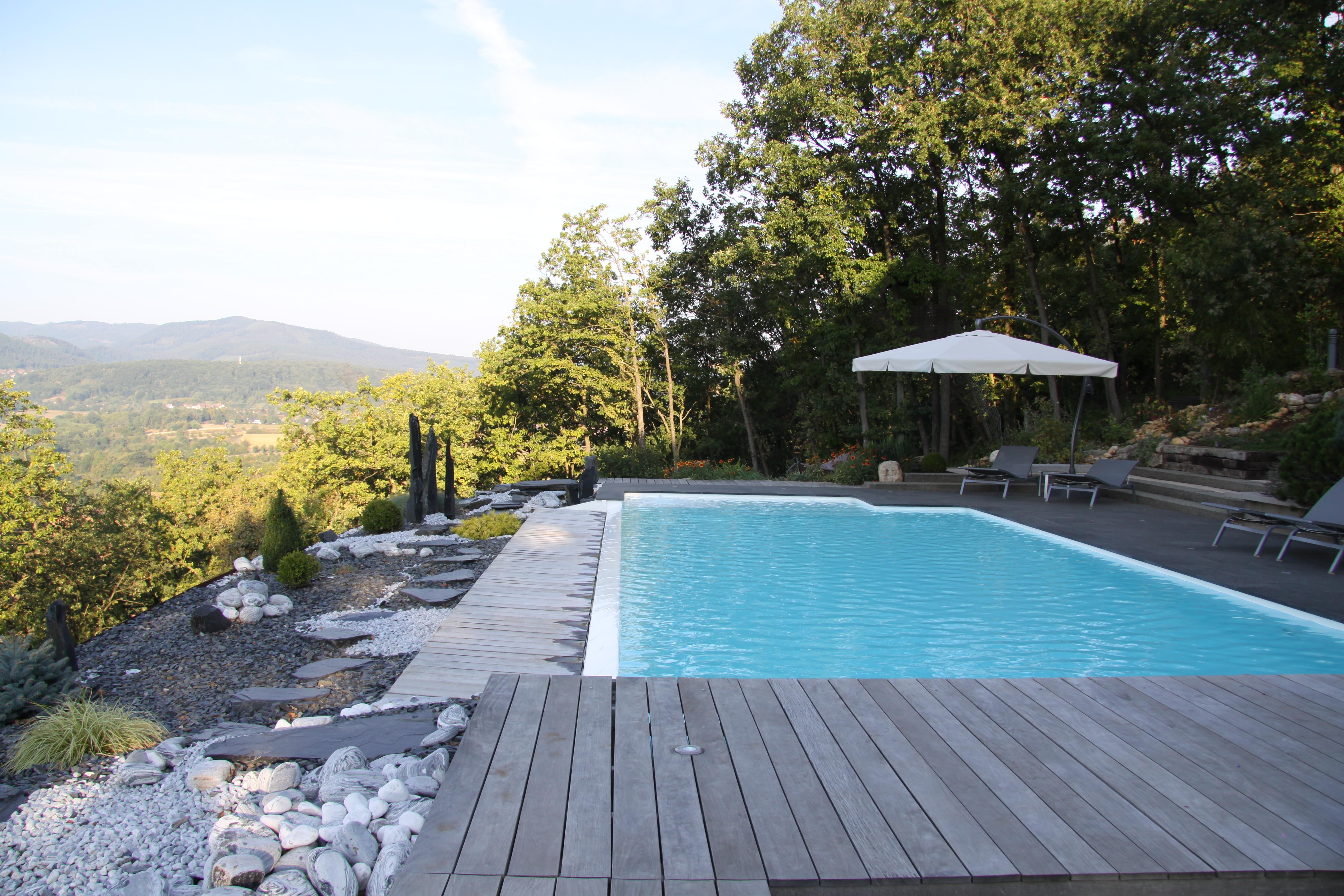 R novation piscine b ton piscines es piscine dans le bas for Piscine miroir alsace