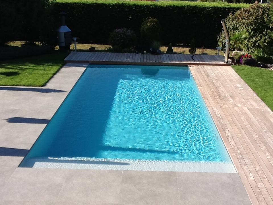 Piscine b ton for Construction piscine desjoyaux youtube